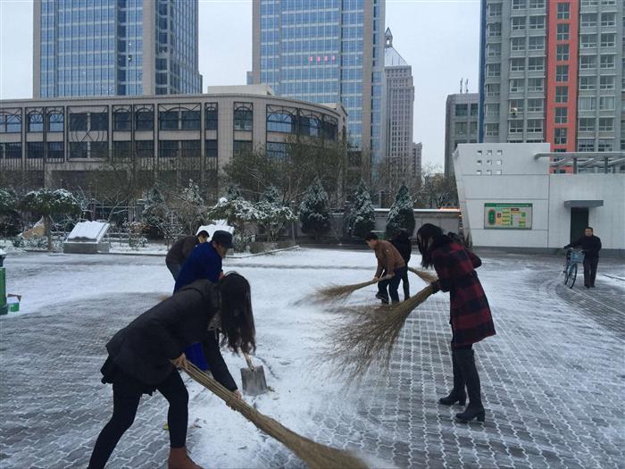 应学校号召奋力扫雪 -银川唐徕回民中学 西校区图片